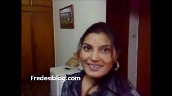 desi lady and boy love in motel apartment.