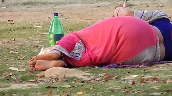 indian bhabhi in blue backless half-top in public park
