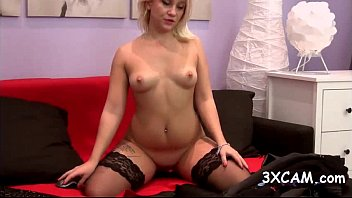 beautiful blondie camgirl