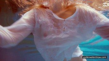 adorable melissa plays underwater