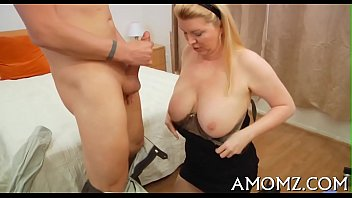 Sexy mom gets pleasure of pecker