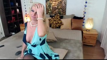 uber-sexy light-haired cougar on web cam - watch.