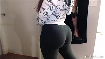 latina hottie shakin her backside in spandex after.