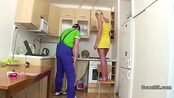 handwerker fickt teeny wenn die eltern nicht zu.