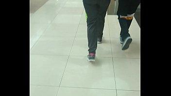 nalgona de prepa en centro comercial