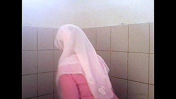jilbab-cd-kaos merah muda