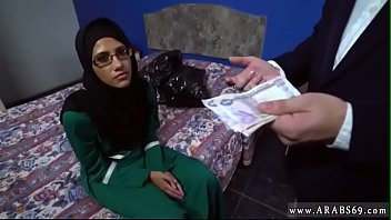 Arab Hijab Hoe Fucked for Money by 2 Strangers and Gave Blowjob