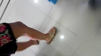 pies naturales y hermosos de doctora.