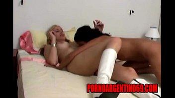 lesbianas argentinas pasando una noche de sexo en pornoargentino69com