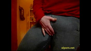 vulva - mein-urinating