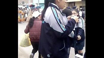 grabando bajo la falda calzoacute_ncito claacute_sico a colegiala.