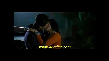 kareena kapoor smooch in kurbaan