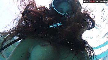 diana kalgotkina dildoing herself underwater