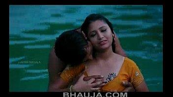 Hot Mamatha romance with boy friend in swimming pool - bhauja.com