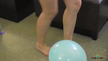 brianna cole balloon foot pop