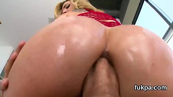 brilliant peach flaunts hefty bootie and gets rectal.