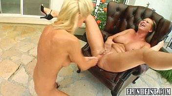 Fast fisting for curvy blonde with big tits