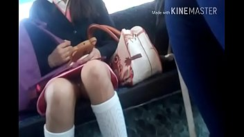 colegiala de secundaria con sus calzoncitos