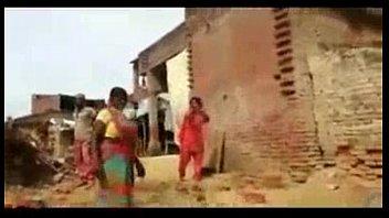 ghar ke pechwade may haryani auraty.
