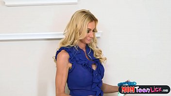 stepmother showcases two nubiles how to decently use.