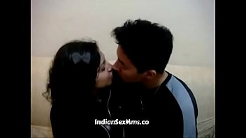 Young Desi Looking College Girl Smooch With Her BF (new)