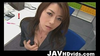 hojo maki playing her gash during an office rendezvous