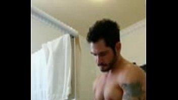 V&iacute_deo- Evandro Silveira nu de pau duro no banheiro - Famosos Nus