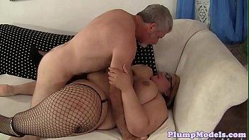 Spex ssbbw sucking hard dick of older guy