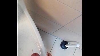 popshot on hairbrush in chicks shower
