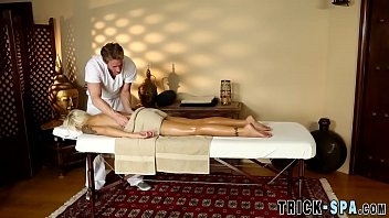 cougars culo spermed by masseuse