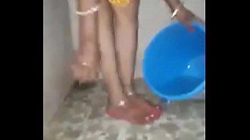 desi aunty urinating and washing puss.