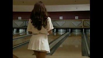 she plays bowling nicer sans undies