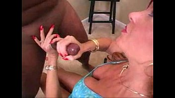 gratis sexvideo - supah-sexy mummies venture into some.