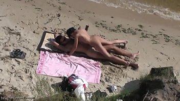 pareja follando en la playa