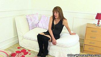 english gilf pandora strips stockings and tastes her coochie