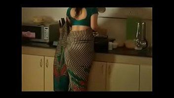 uber-sexy cougar saree