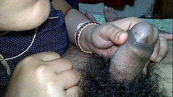 Indian Pinki Bhabhi kissing on husband Jeet&#039_s dick when handjob