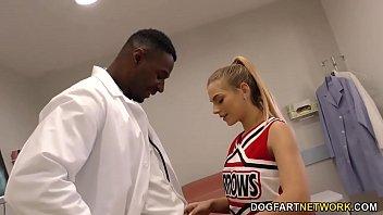 cheerleader teenie sydney cole drills a ebony pipe.