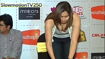 Jwala Gutta Boob Cleavage slowmotion