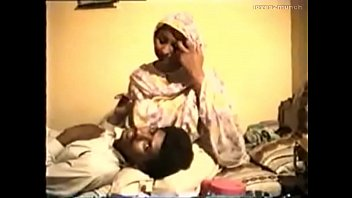 timid desi aunty unwillingly nails on vid for rupees
