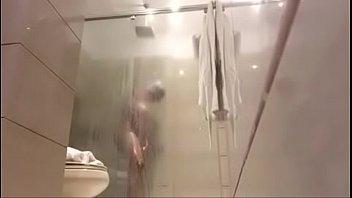 dominicana tetona espiada en la ducha