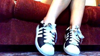 una collezione di sneakers adidas e nike e.