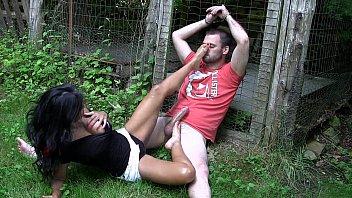 uk indian  stunner  gives outdoor feet.