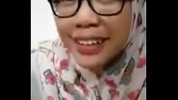 jilbab cantik nyepong di motel sama.