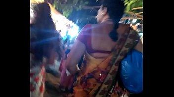 chudakkad gujarati desai aunty in wondrous backless half-tee-shirt.