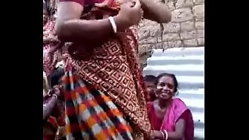 indian aunty demonstrating snatch