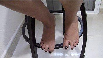 mujer abre las piernas y ensentilde_a.