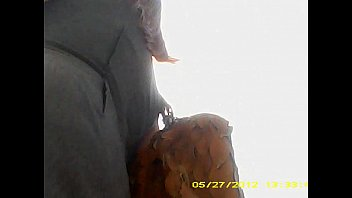 bajo la falda - 0068 madura ejecutiva culona.