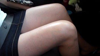 ricas piernas ensentilde_ando calzon en el.