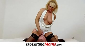 snatch diving with czech supah-steamy tights gams cougar koko
